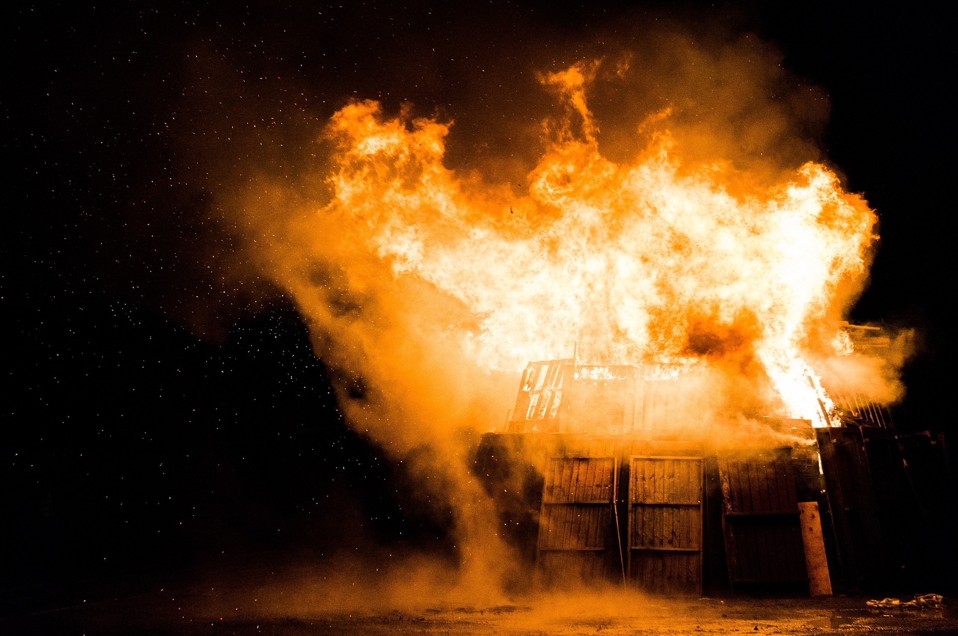 Can shipping containers burn?